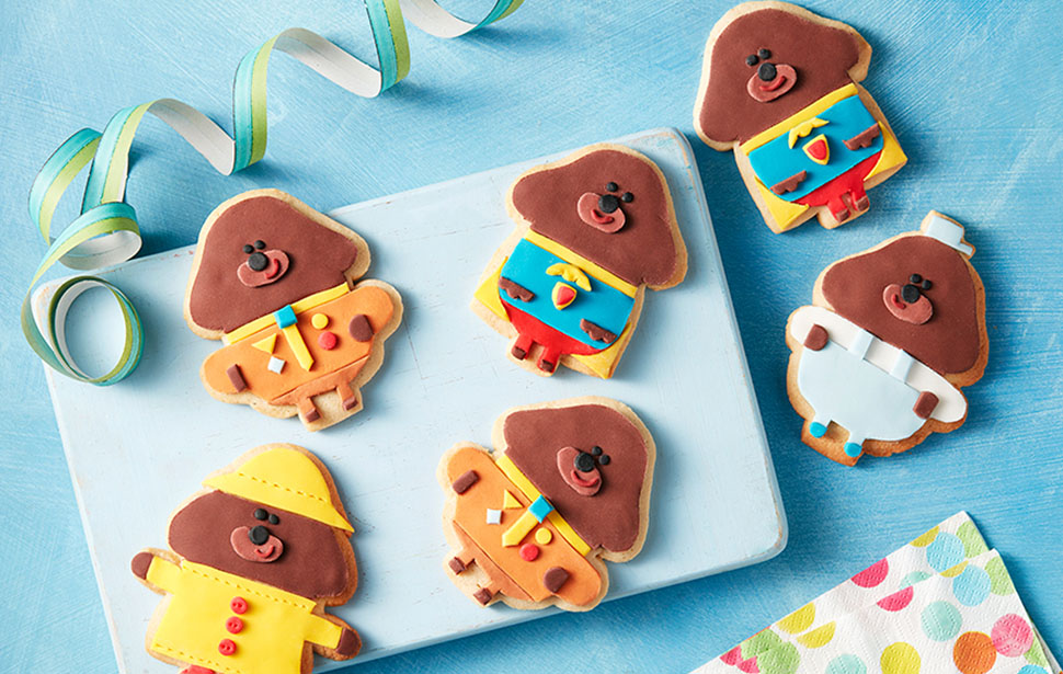 Dress up Duggee in different outfits with these paw-some biscuits.